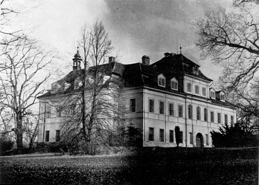 Budova Střední průmyslové školy filmové v Čimelicích